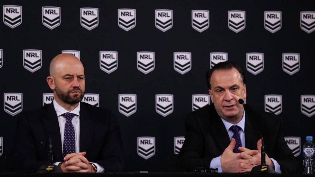 El CEO de NRL, Todd Greenberg, y el presidente de ARLC, Peter Vlandys, hablan con los medios